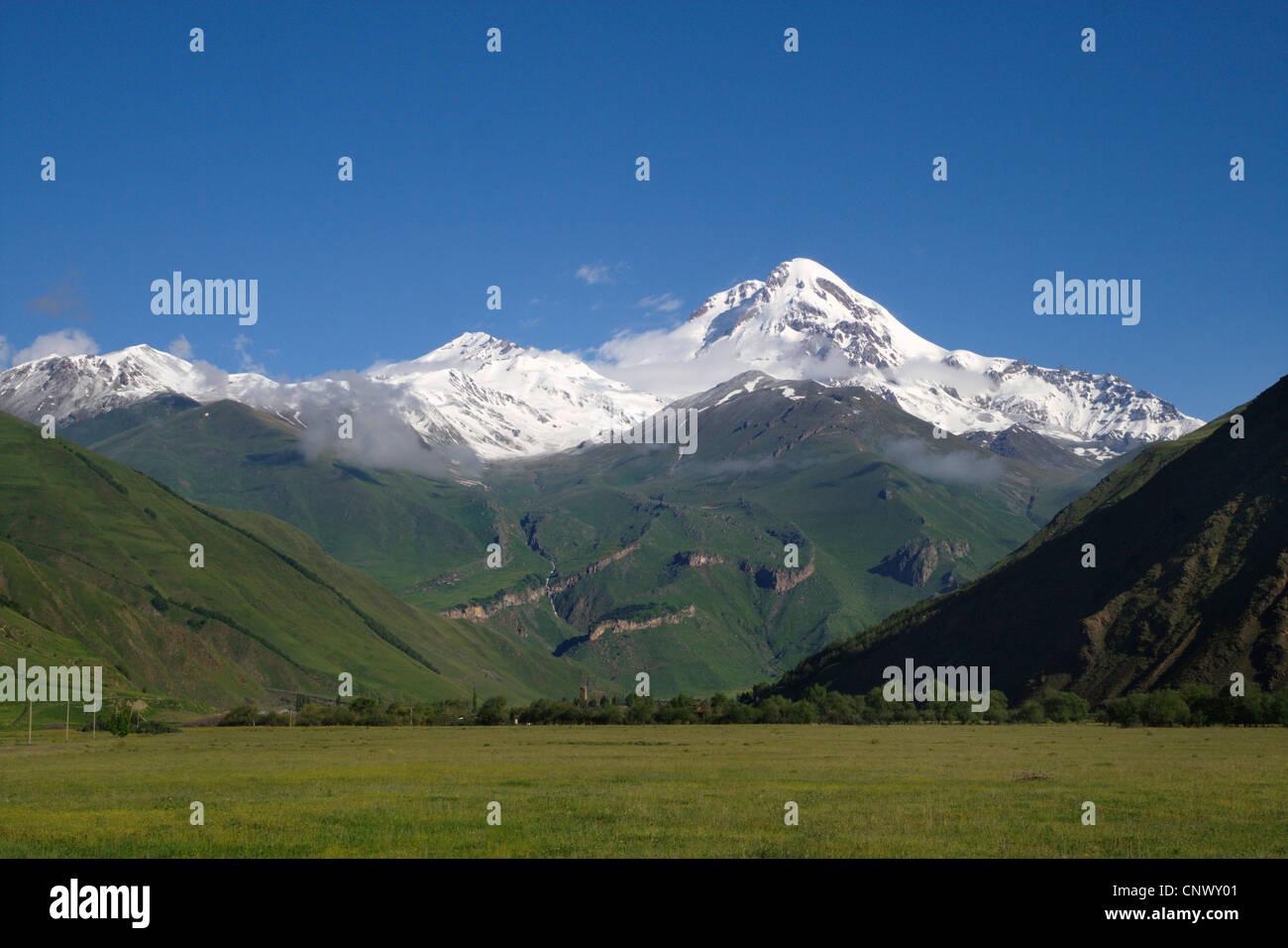 dormant stratovolcano Mount Kazbek (5.047 m) in the Caucasus Mountains, Georgia, Qasbegi - Stock Image