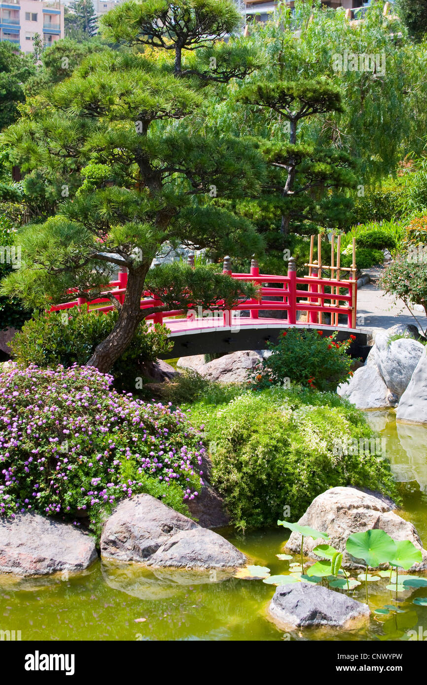 traditional Japanese garden with wooden red bridge, France, Monaco - Stock Image