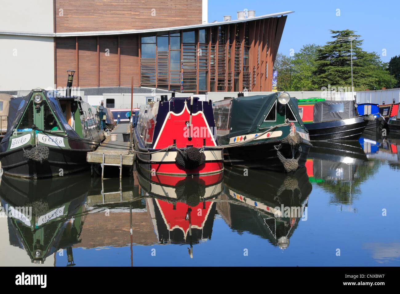 England Buckinghamshire Aylesbury Waterside theatre & Canal - Stock Image