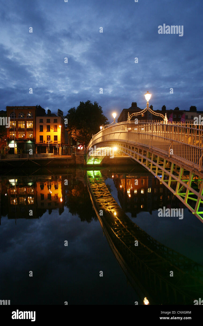 The Ha'penny Bridge, Dublin, Ireland - Stock Image