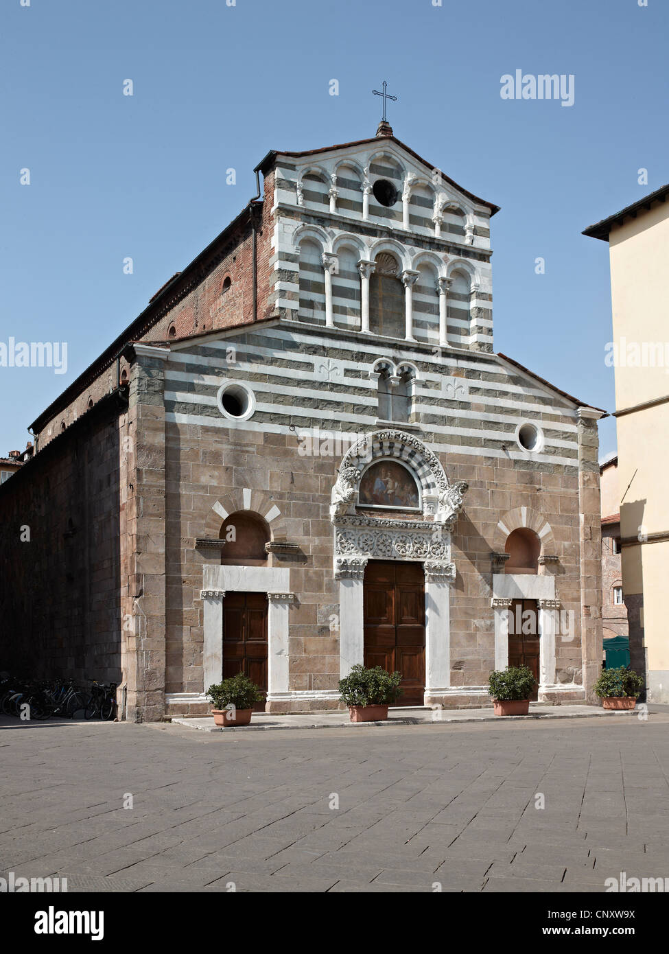 Church of San Giusto, Lucca, Italy. 12th century façade with black and white stripes - Stock Image