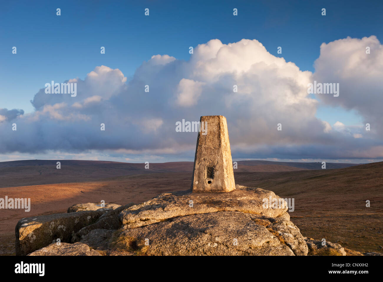 Trig Point on Yes Tor, the highest trig point in the South of Britain, Dartmoor, Devon, England. Spring (April) - Stock Image