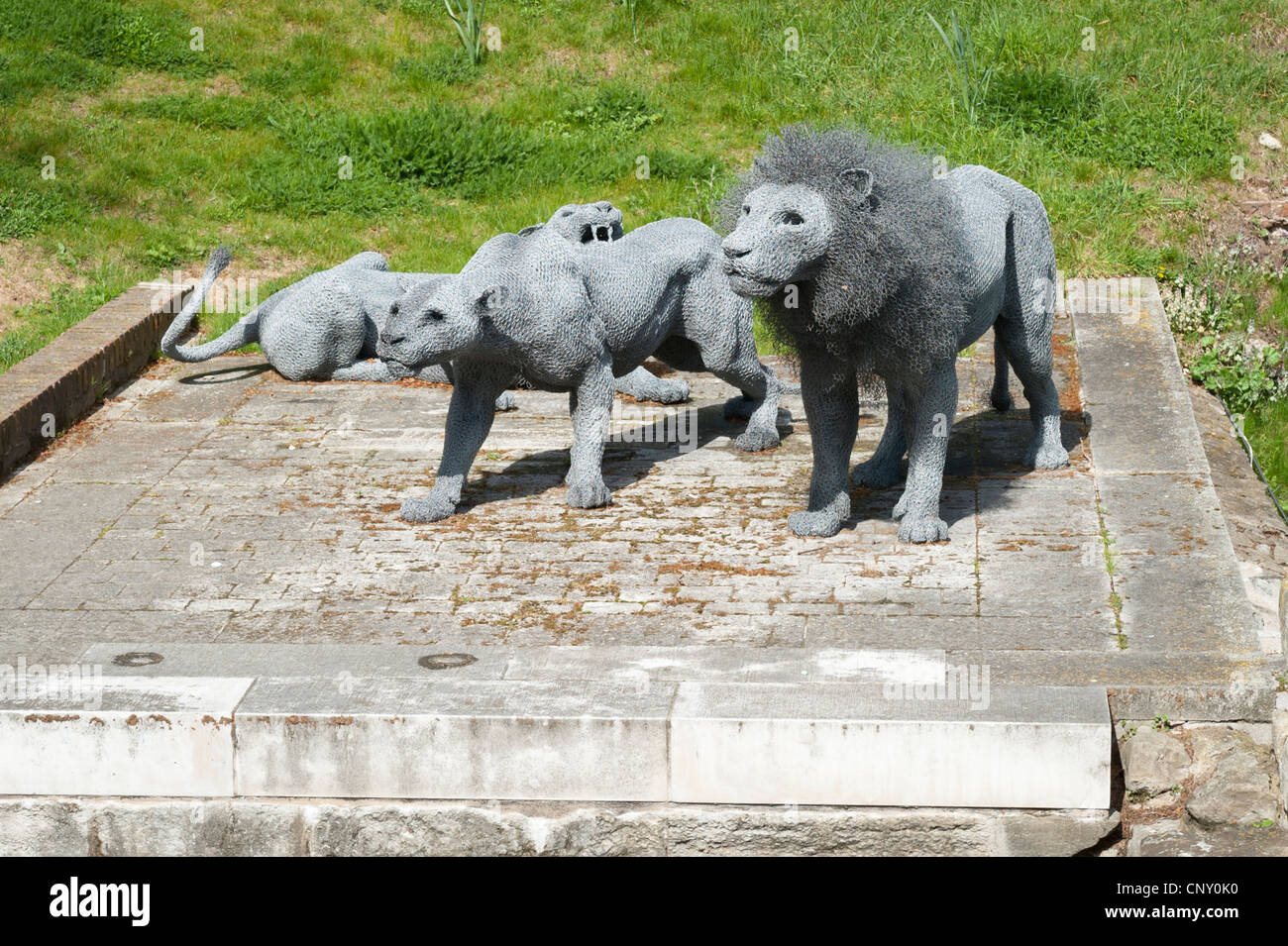 Tower of London galvanized wire mesh lions by Kendra Haste 2010 to commemorate the Royal Menagerie 1255 to 1835 - Stock Image