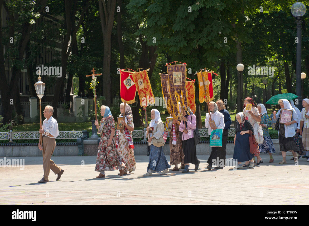 A Russian Orthodox Group encircle Parliament performing a ceremony to cast out evil, Mariins'kyi Park, Kiev, - Stock Image