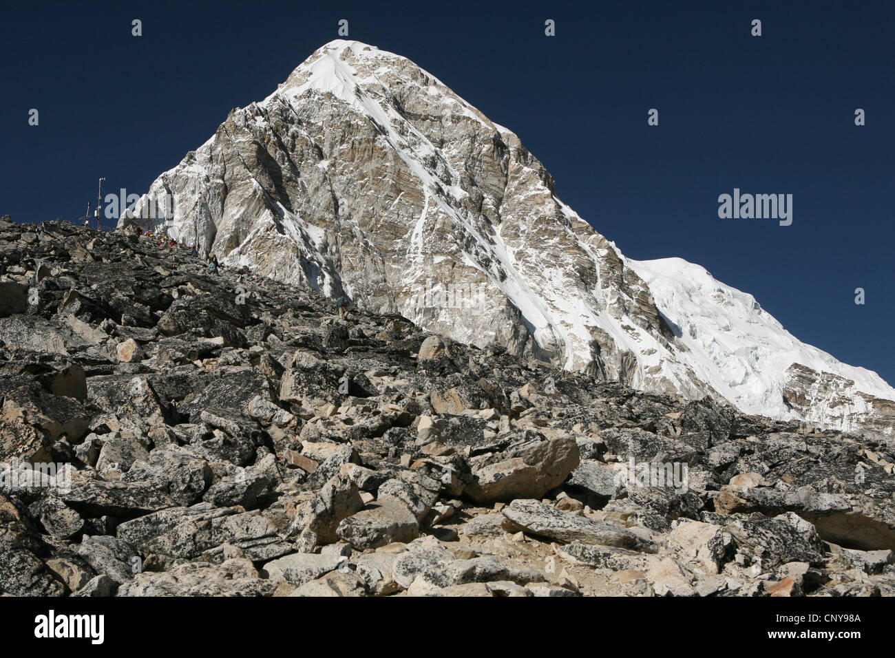 Mount Pumori (7,161 m) in Khumbu region in the Himalayas, Nepal. Mount Kala Patthar (5,545 m) seen at the left. - Stock Image