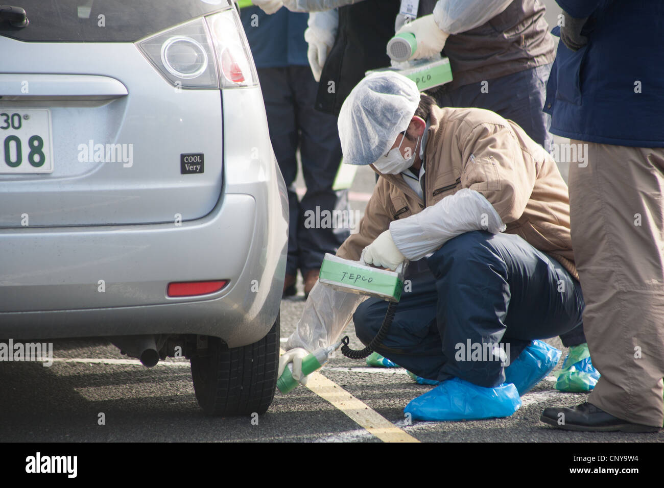 Residents from within the 20km Fukushima exclsuion zone have their cars checked for radioactive contamination, Minami - Stock Image