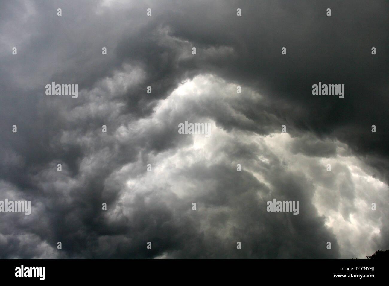 turbulence of thundercloud (Cumulonimbus capillatus incus), Germany, North Rhine-Westphalia - Stock Image