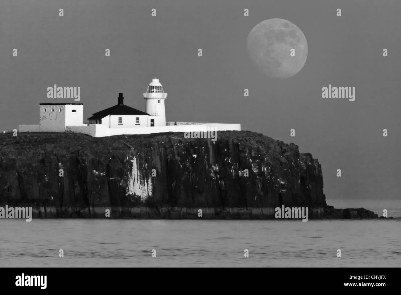 Inner Farne Lighthouse, Farne Islands, Northumberland, England, UK - Stock Image