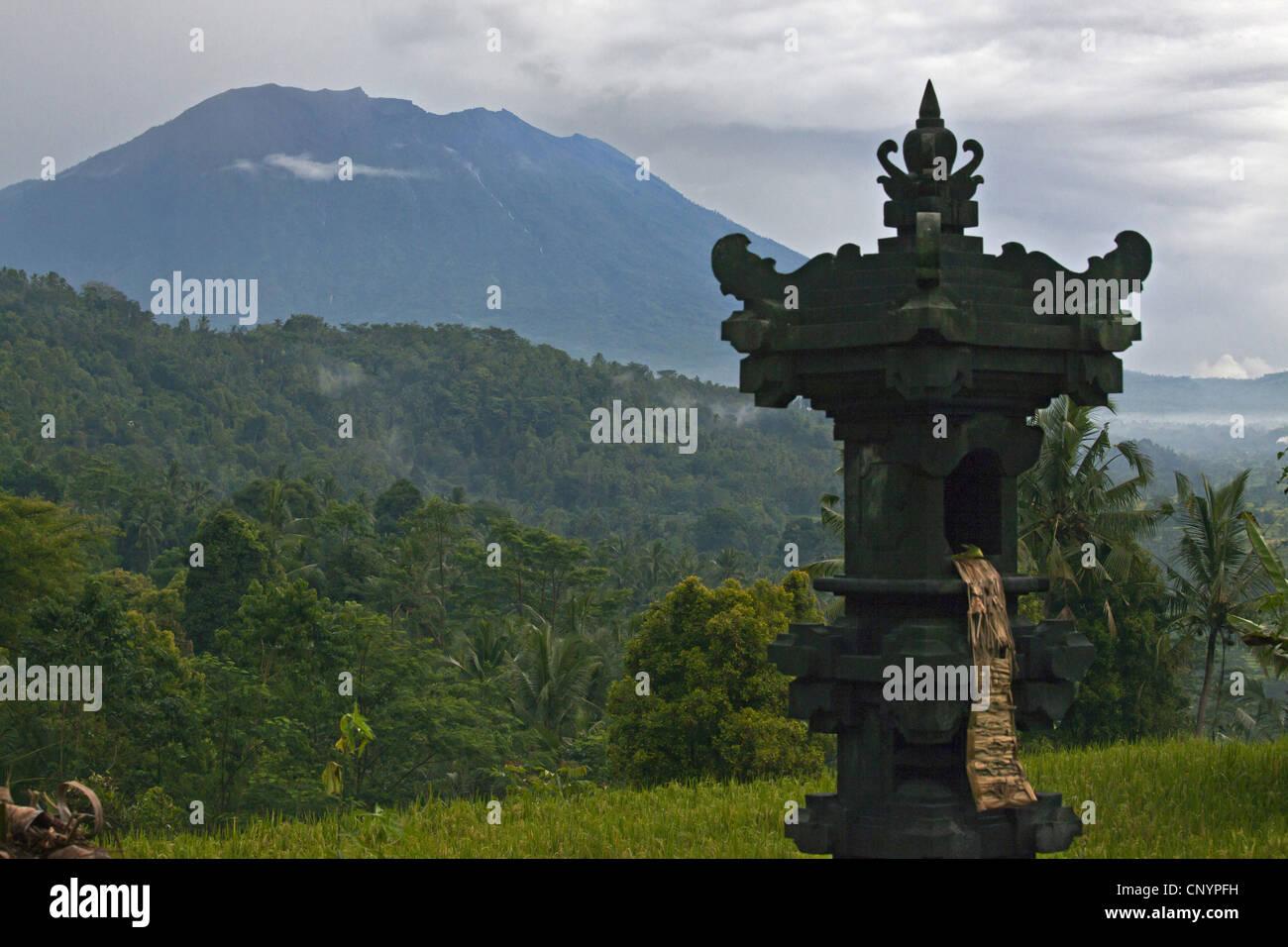 Hindu shrine and Gunung Agung volcano, Indonesia, Bali - Stock Image