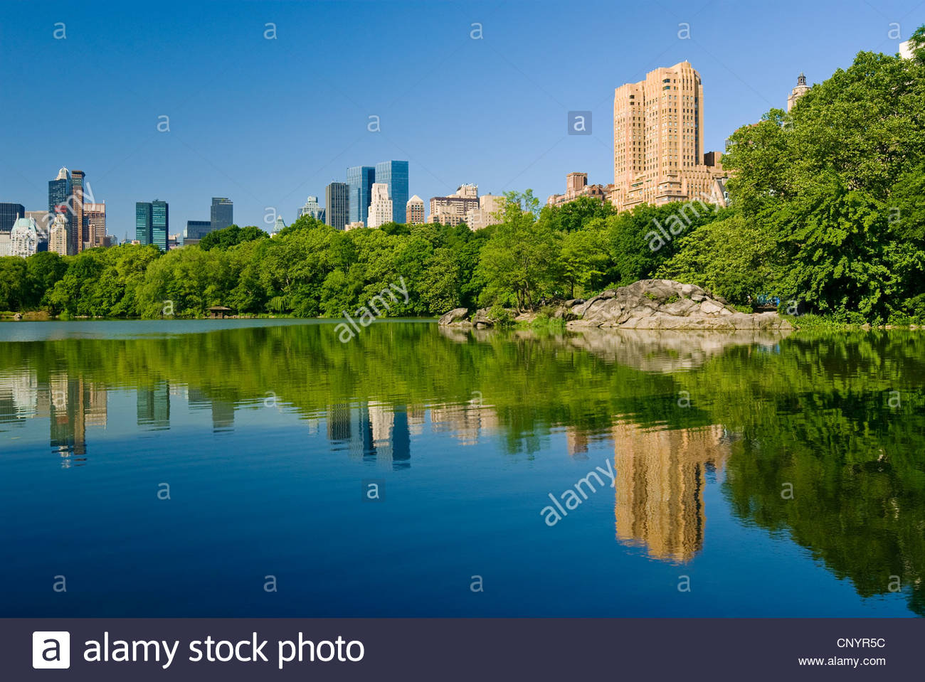 Central Park The Lake Midtown Manhattan Skyline Central Park West - Stock Image