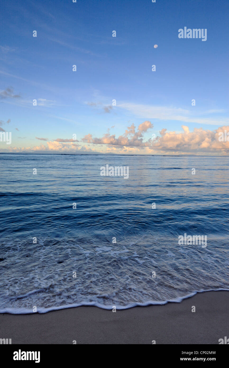 Morning light over the Baie Ste Anne with moon as seen from La Digue in the Seychelles - Stock Image