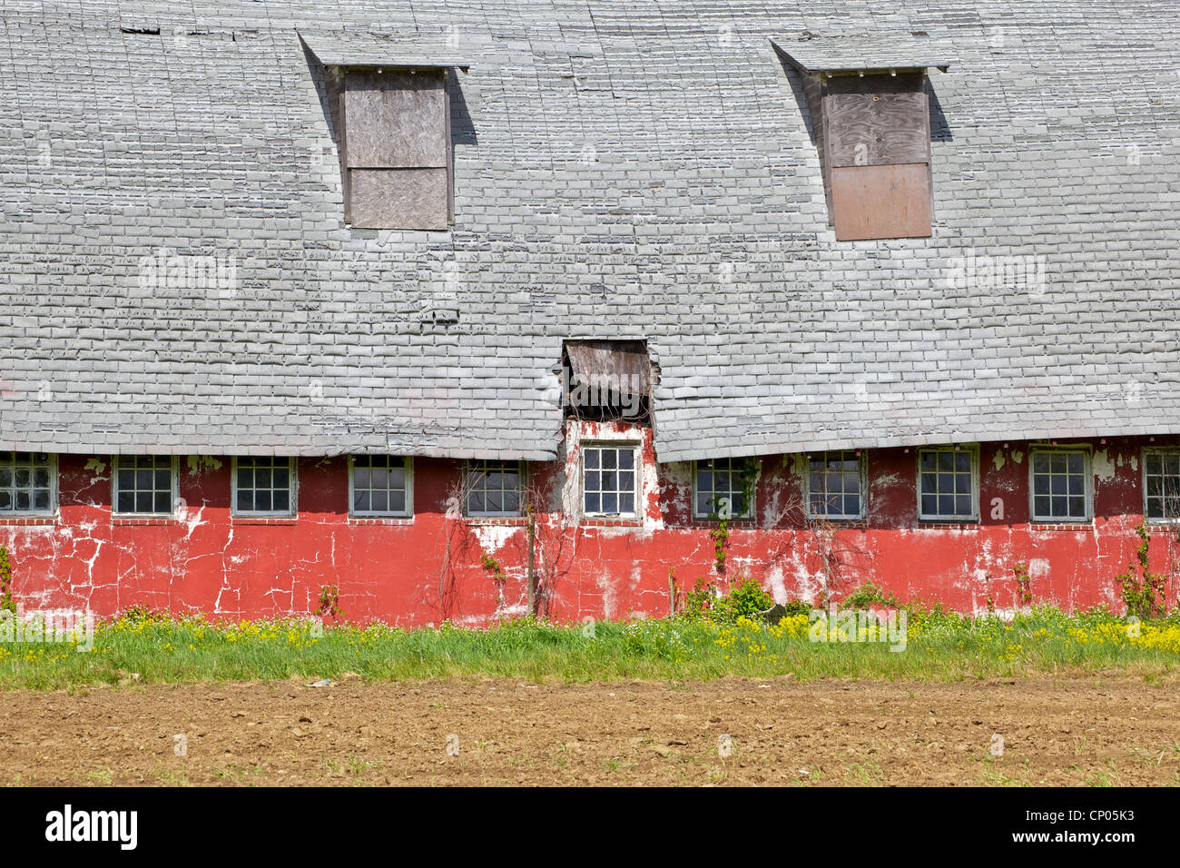 Rustic Red Farm Barn - Stock Image
