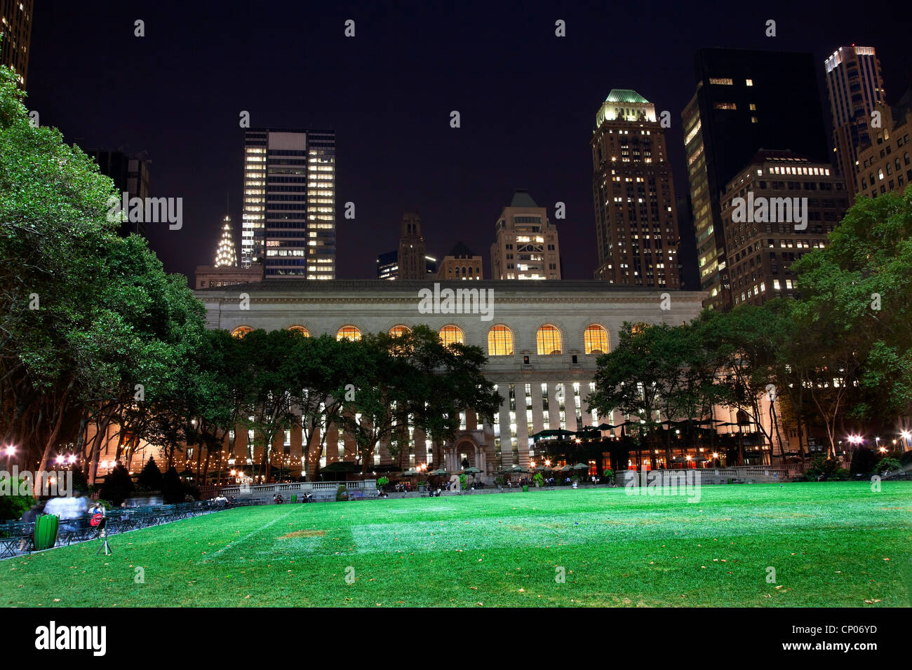 Bryant Park New York City Green Grass Skyline Apartment Buildings Public Library Night - Stock Image