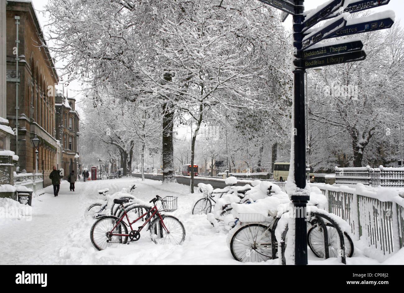 Snow scene Oxford City Centre - Stock Image