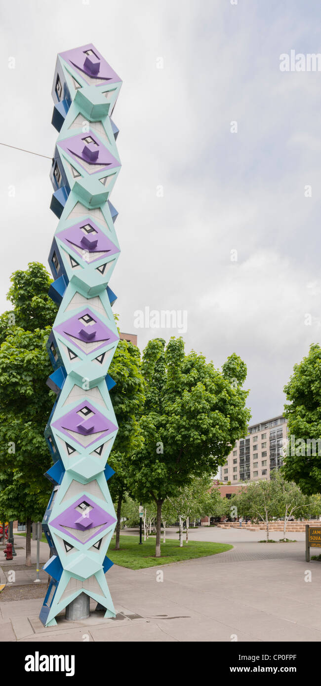 Modern goofy Tiki Totem Pole, Portland - Stock Image