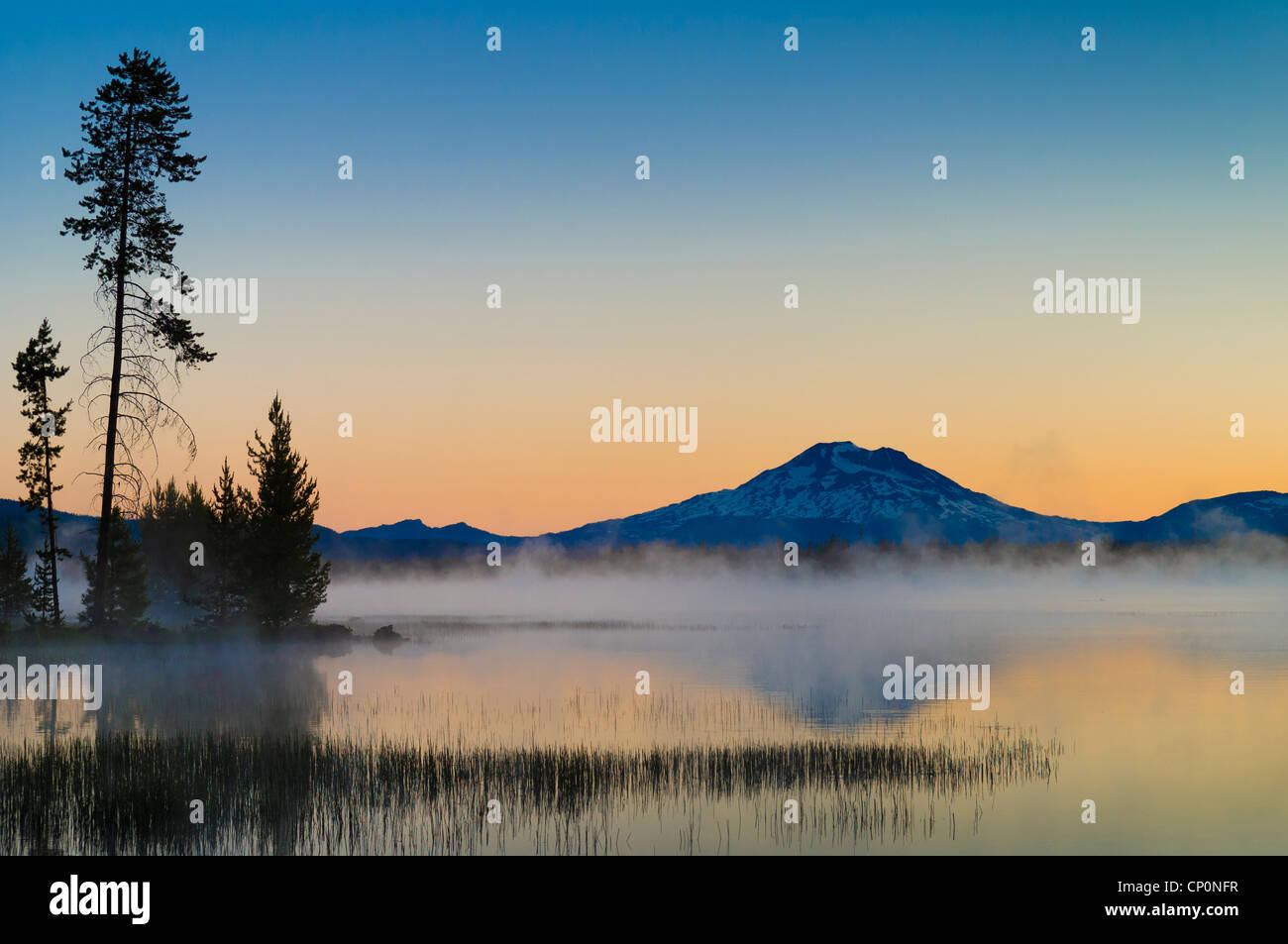 Crane Prairie Reservoir and Mount Bachelor at dawn, Deschutes National Forest, central Oregon. - Stock Image