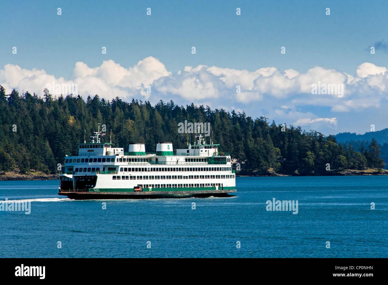 Washington State Ferry 'Hyak' leaving Shaw Island, San Juan Islands, Washington. - Stock Image