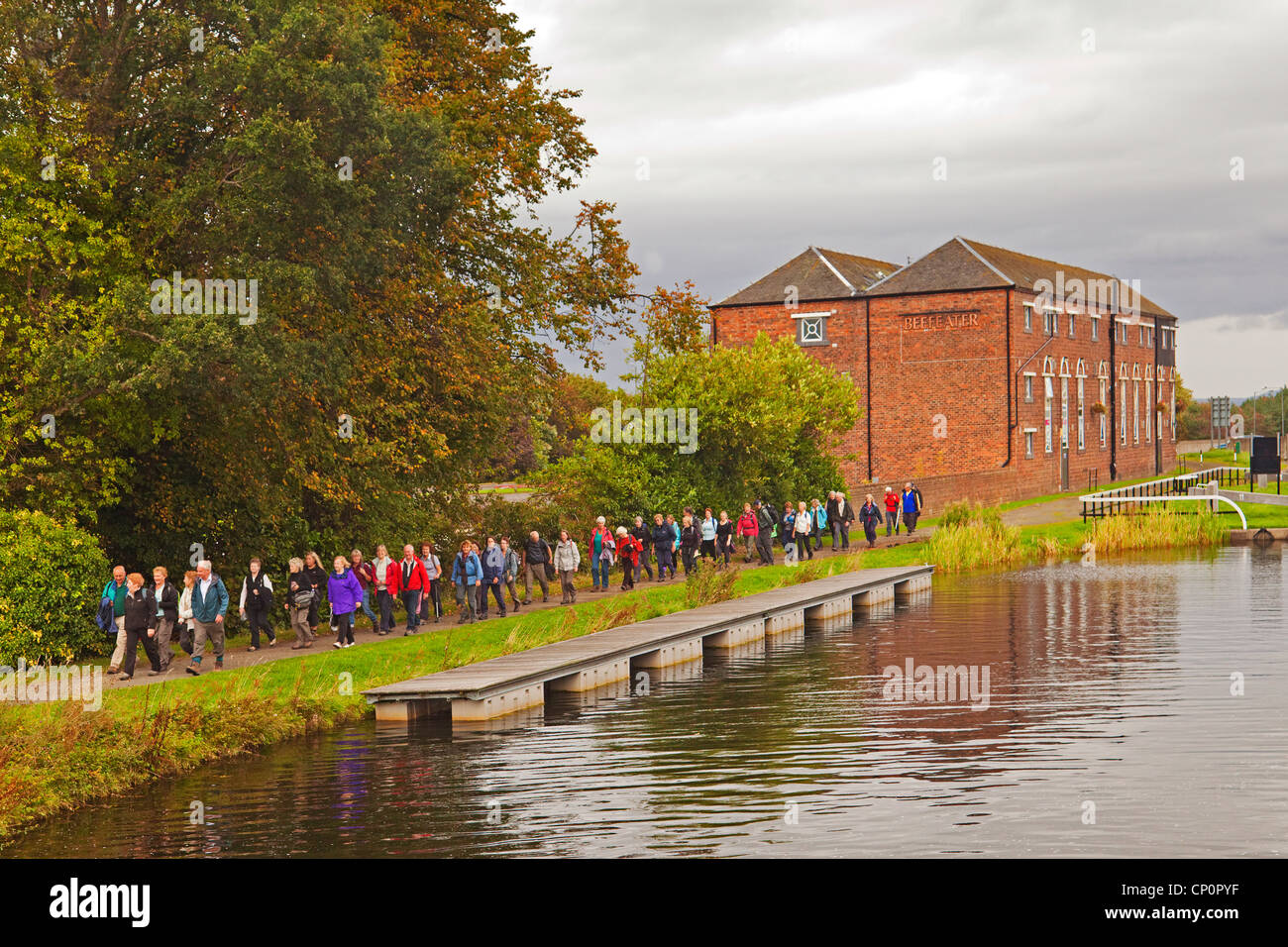 A Rambling Club on the Forth and Clyde Canal at Falkirk - Stock Image