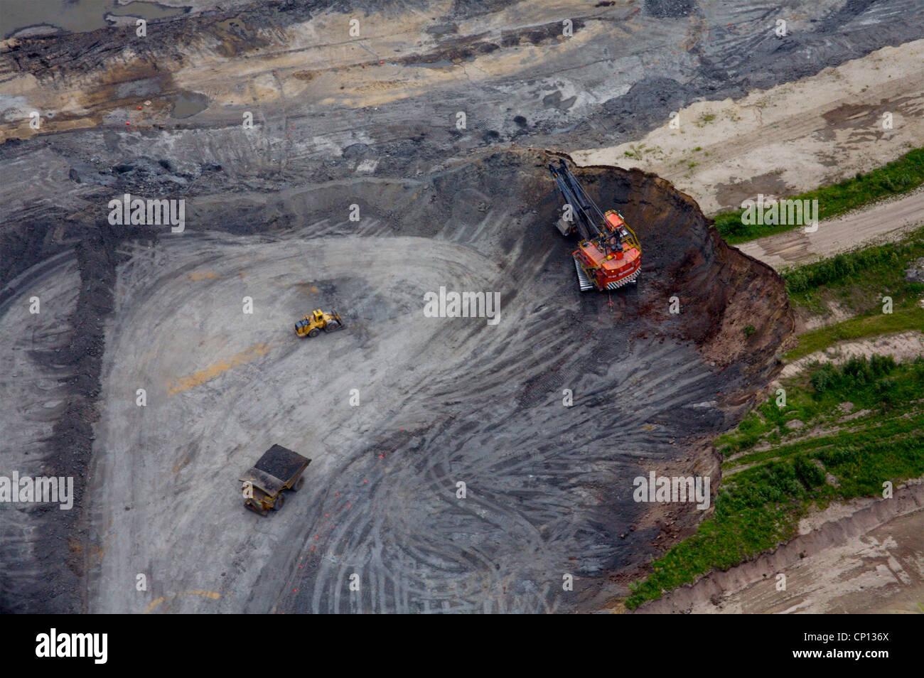 Suncor tar sands mine, Athabasca tar sands, Fort McMurray, Alberta, Canada. - Stock Image