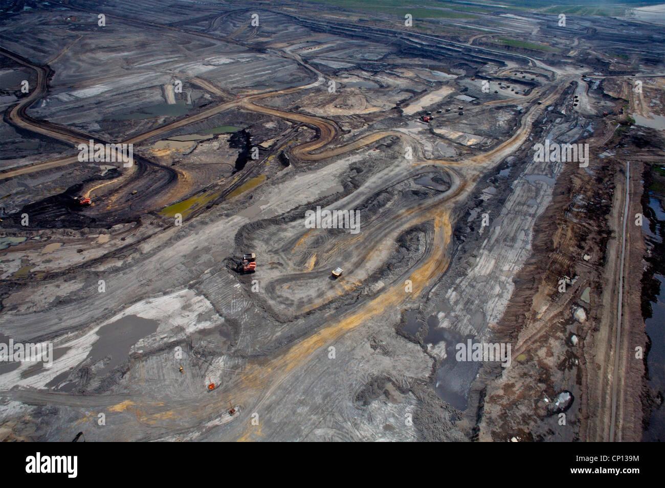 Suncor tar sands mine, Athabasca tar sands, Fort McMurray, Alberta, Canada. © Paul Miles - Stock Image
