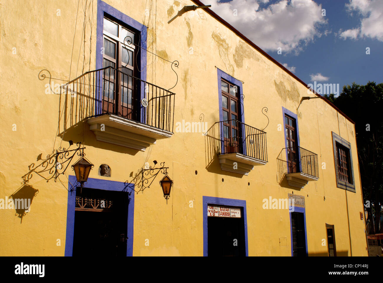 Restored Spanish colonial house on Callejon de los Sapos in the city of Puebla, Mexico. - Stock Image