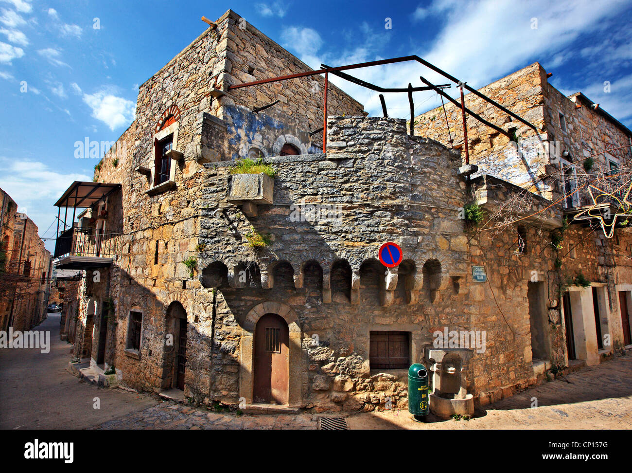 Beautiful alley in the medieval village of Mesta, one of the most beautiful 'mastichochoria' ('mastic - Stock Image