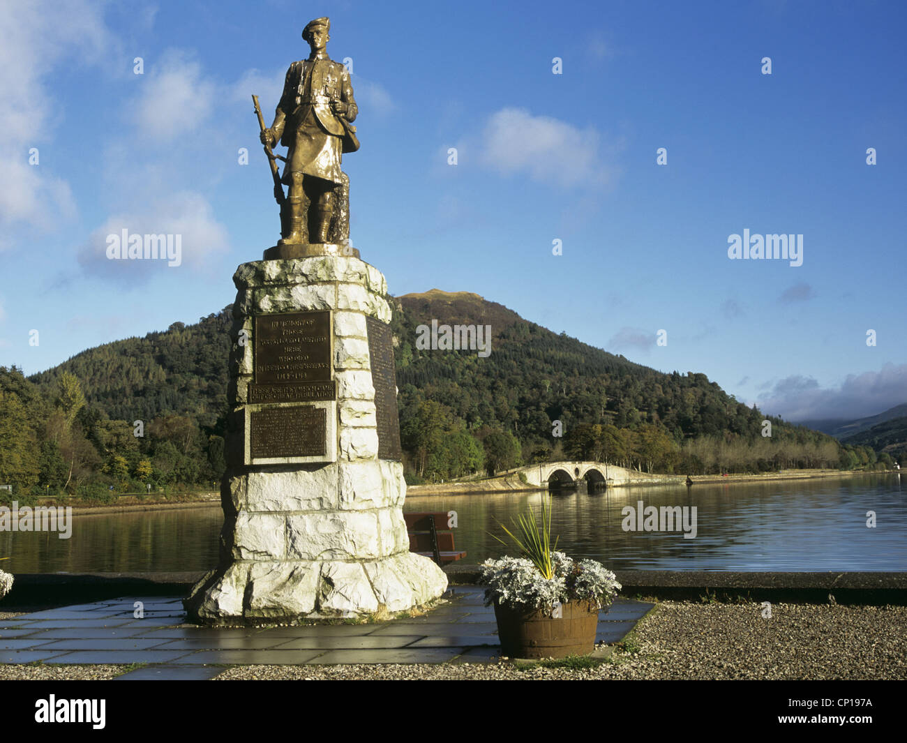 Inveraray Scotland UK Statue of Scottish soldier as war memorial on side of Loch Fyne on lovely May day weather - Stock Image