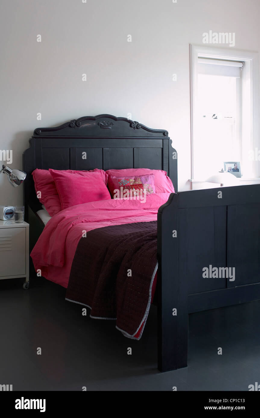 Pink Bedrooms Stock Photos & Pink Bedrooms Stock Images - Alamy