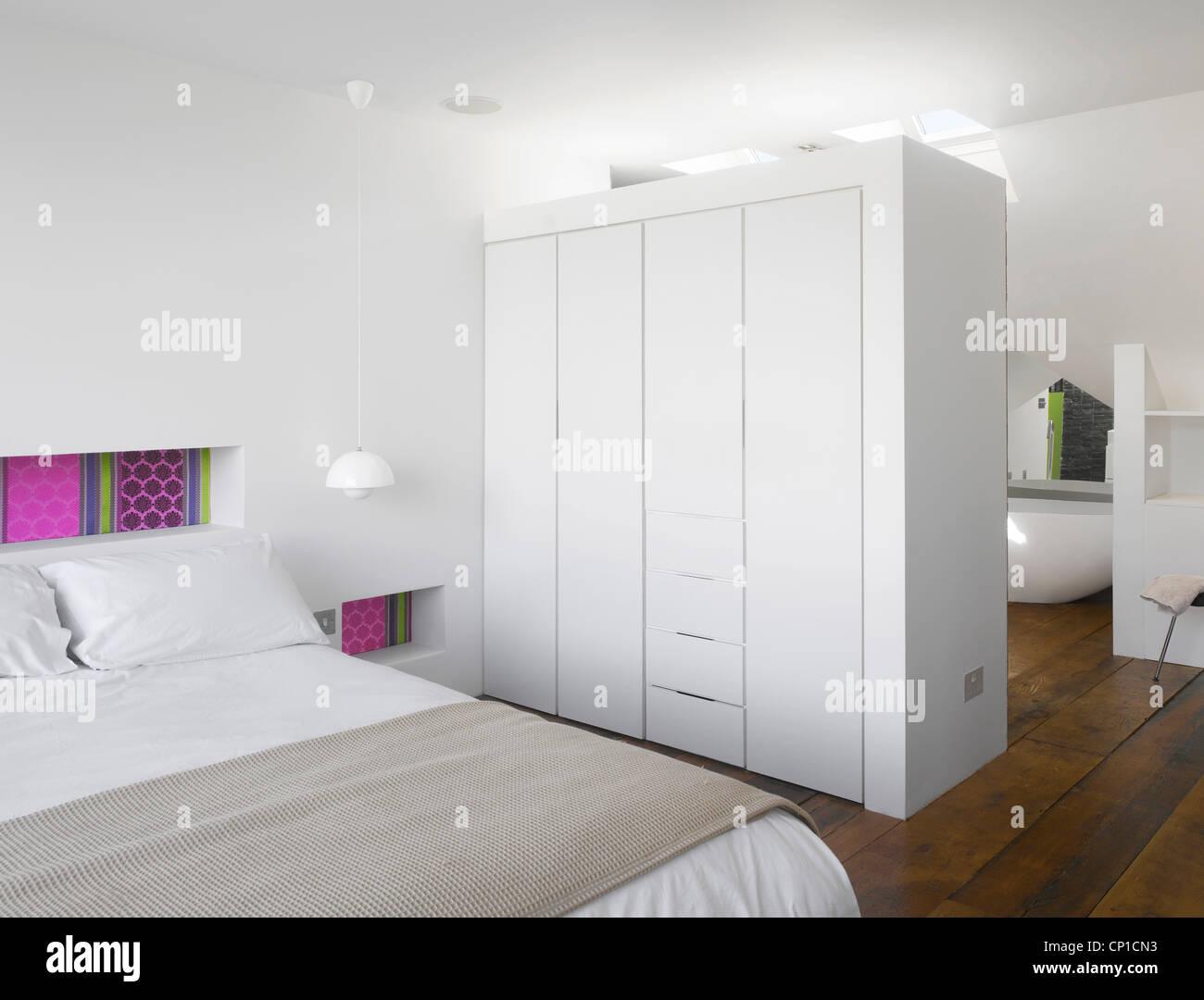 Open-plan loft floor with master bedroom and bathroom - Stock Image
