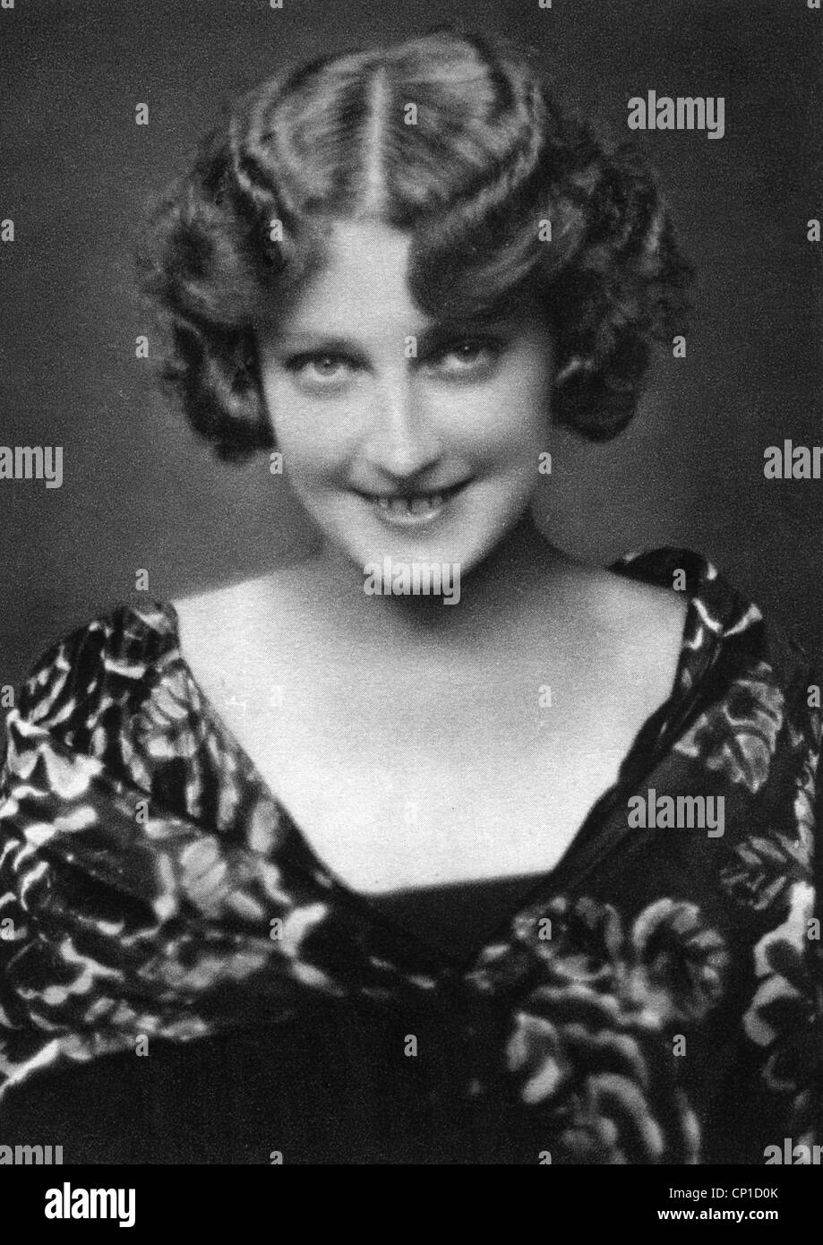People Women Woman Portrait 1930s Permanent Wave