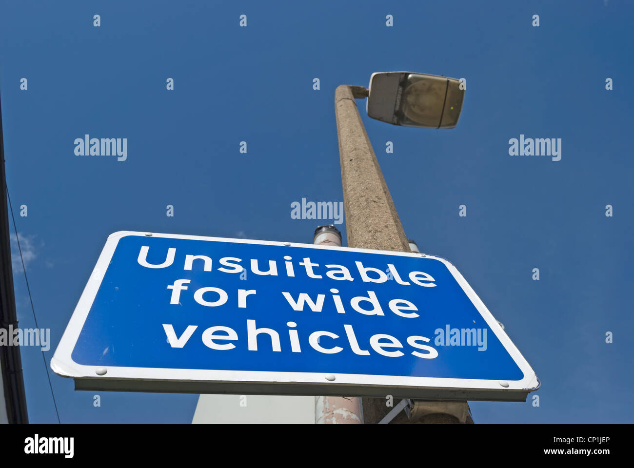british unsuitable for wide vehicles road sign - Stock Image