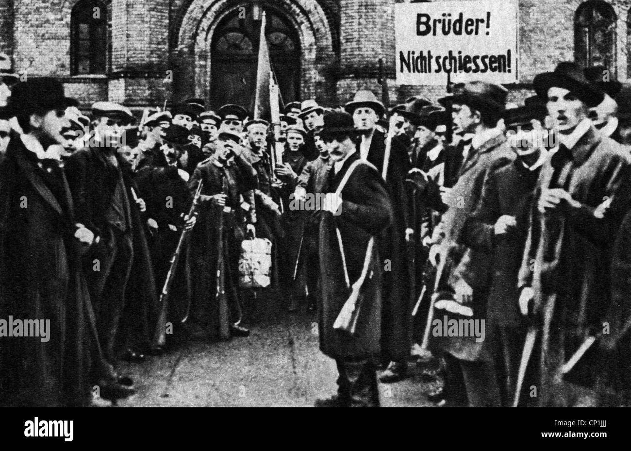 events, German Revolution 1918 - 1919, revolutionists in front of Berlin barracks, 9.11.1918, Germany, Prussia, - Stock Image