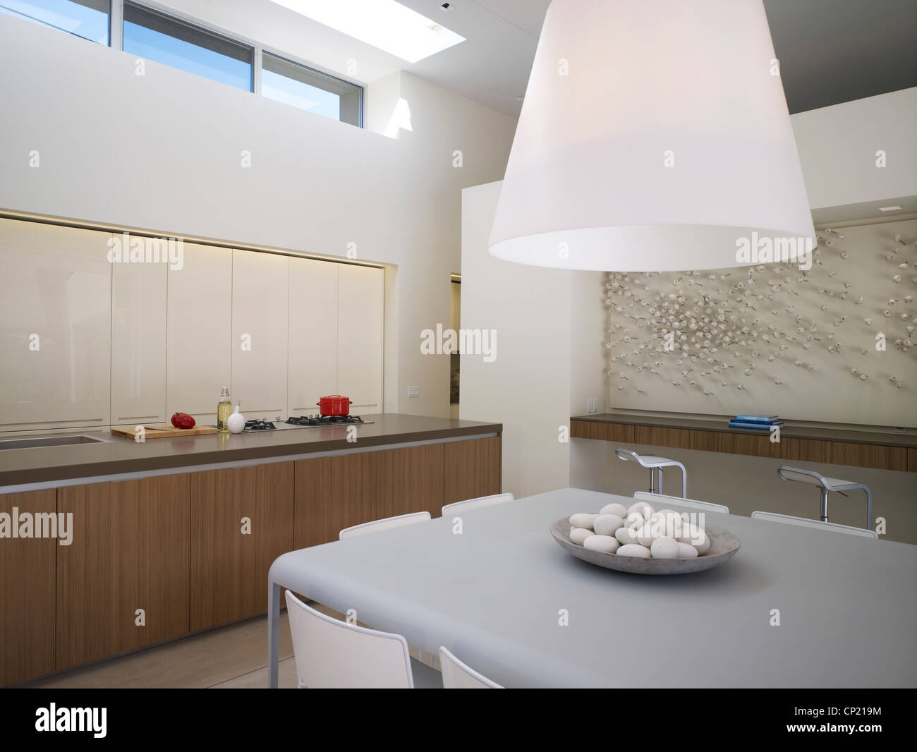 Open plan kitchen in Menlo Park Residence, USA - Stock Image