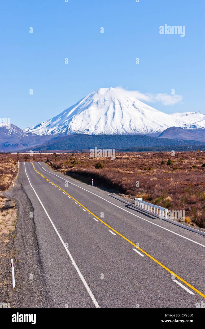 The Desert Road and Mount Ngauruhoe in New Zealand's North Island. - Stock Image