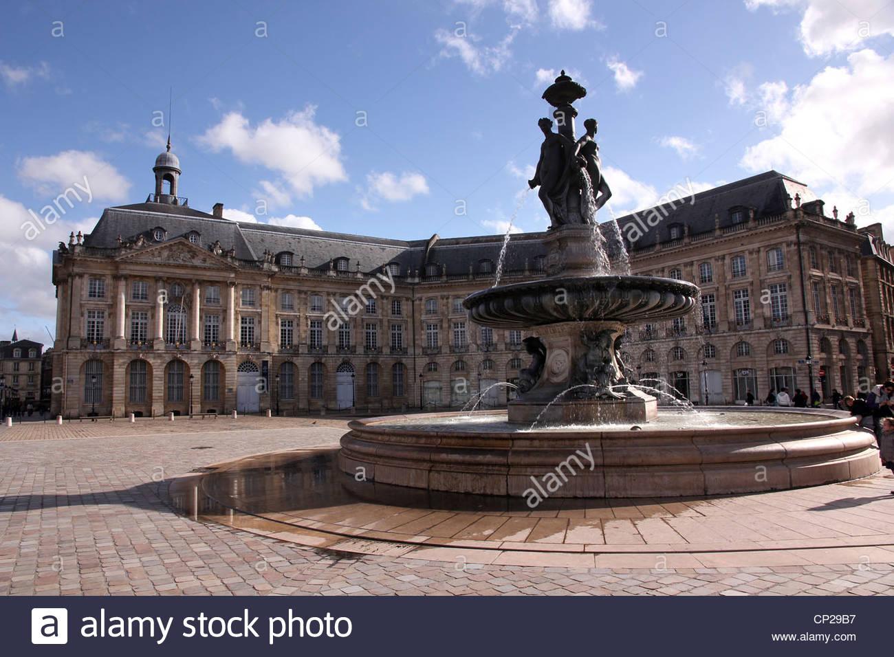 Fountain and commerce buildings, Place de la Bourse, Bordeaux, France - Stock Image