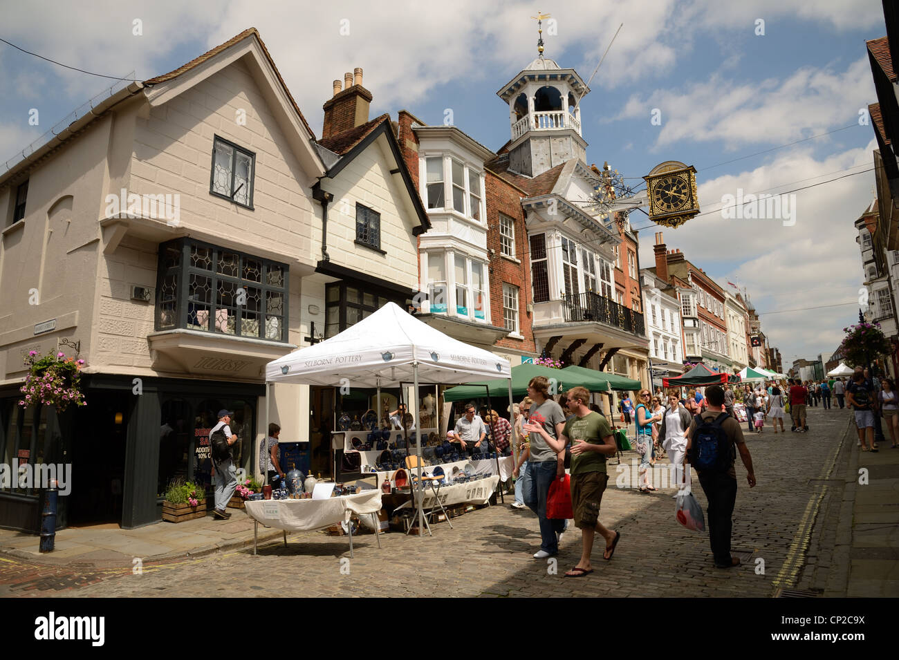 Market in front of Guildhall, Guildford High Street, Surrey, England - Stock Image