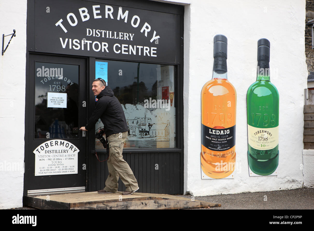 Man entering the Tobermory Distillery Centre in Tobermory on the Isle of Mull - Stock Image