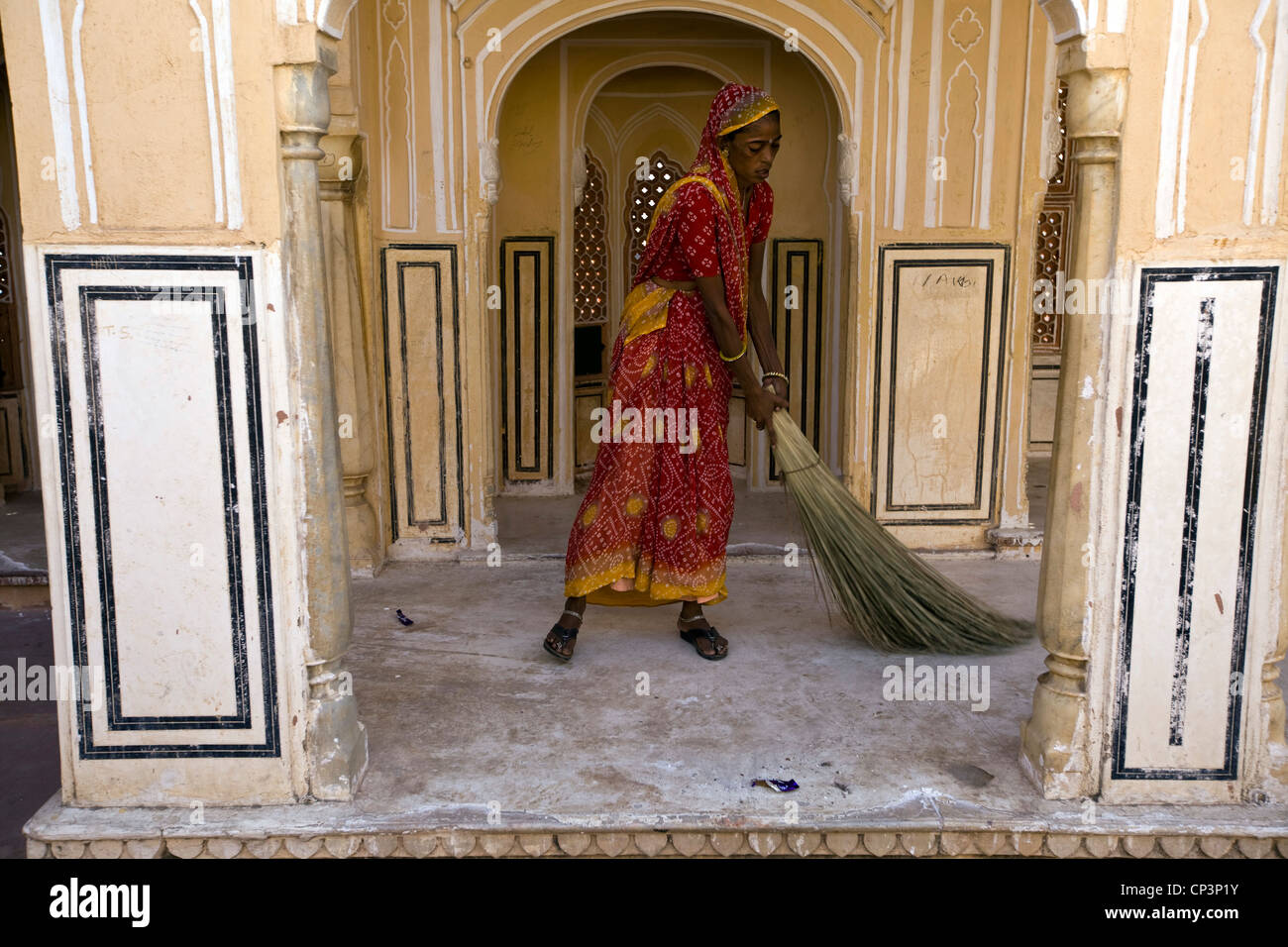 A woman sweeps The Hawa Mahal, known as the Palace of the Winds, Jaipur, Rajasthan, India - Stock Image