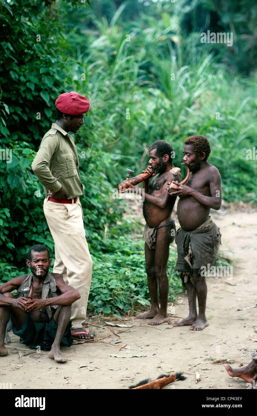 Pygmies in Semliki (Uganda) - YouTube   Uganda, Outdoor