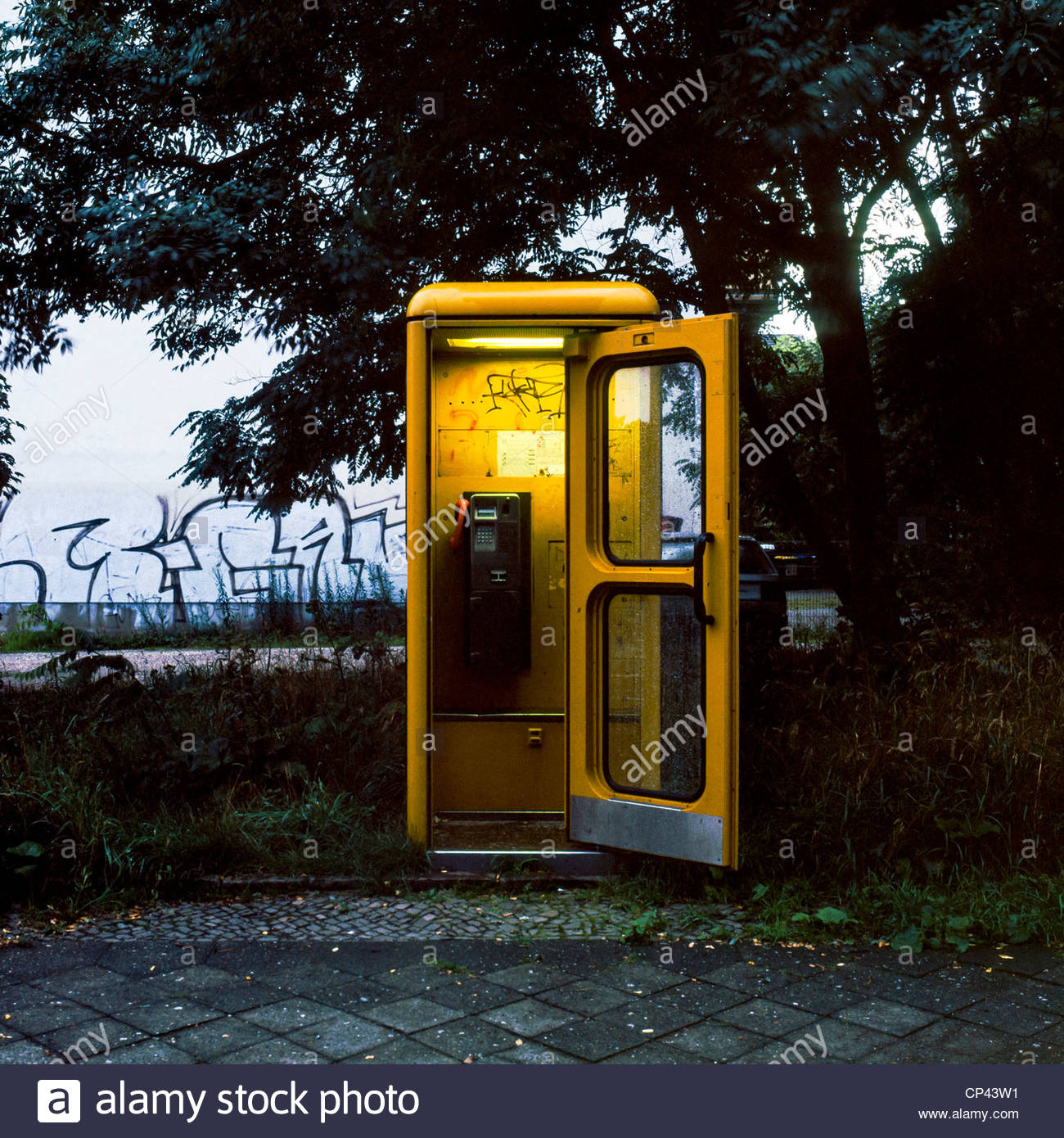 yellow deutsche telecom phone booth leipzig saxony germany stock photo 48034029 alamy. Black Bedroom Furniture Sets. Home Design Ideas