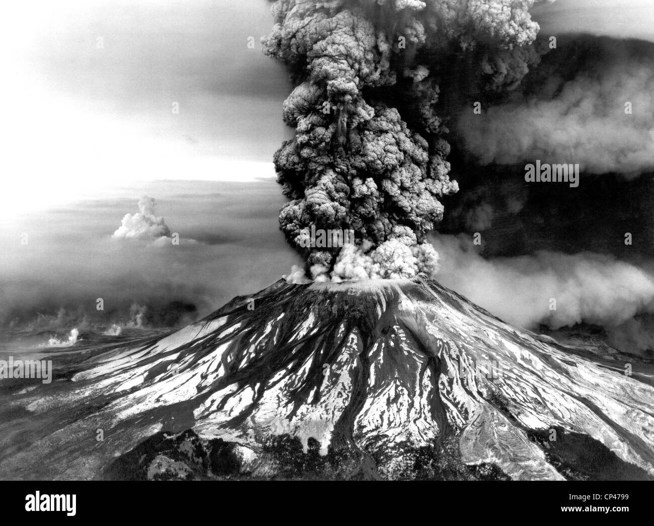 Mount st helens on the first day of eruption on may 18 1980