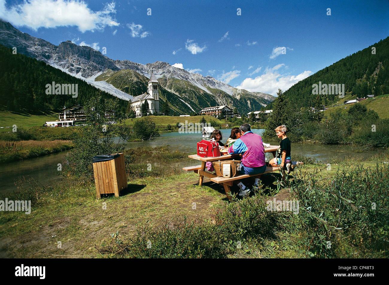 Trentino alto adige rhaetian alps parco nazionale dello for Mobilificio trentino alto adige