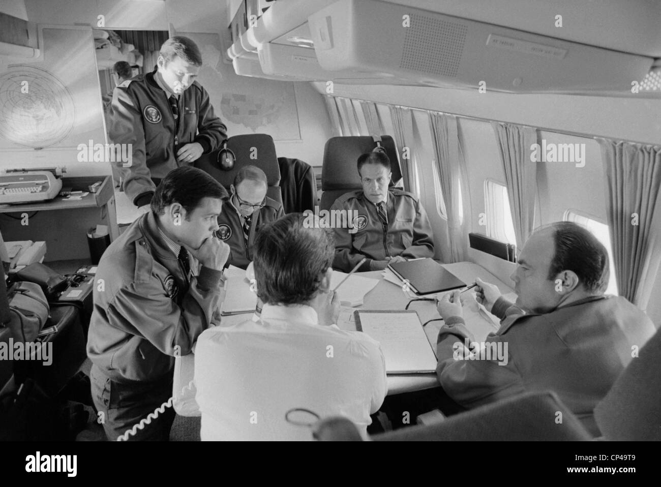 President Richard Nixon's staff aboard Air Force One during the 1972 presidential campaign. Group includes Ronald - Stock Image