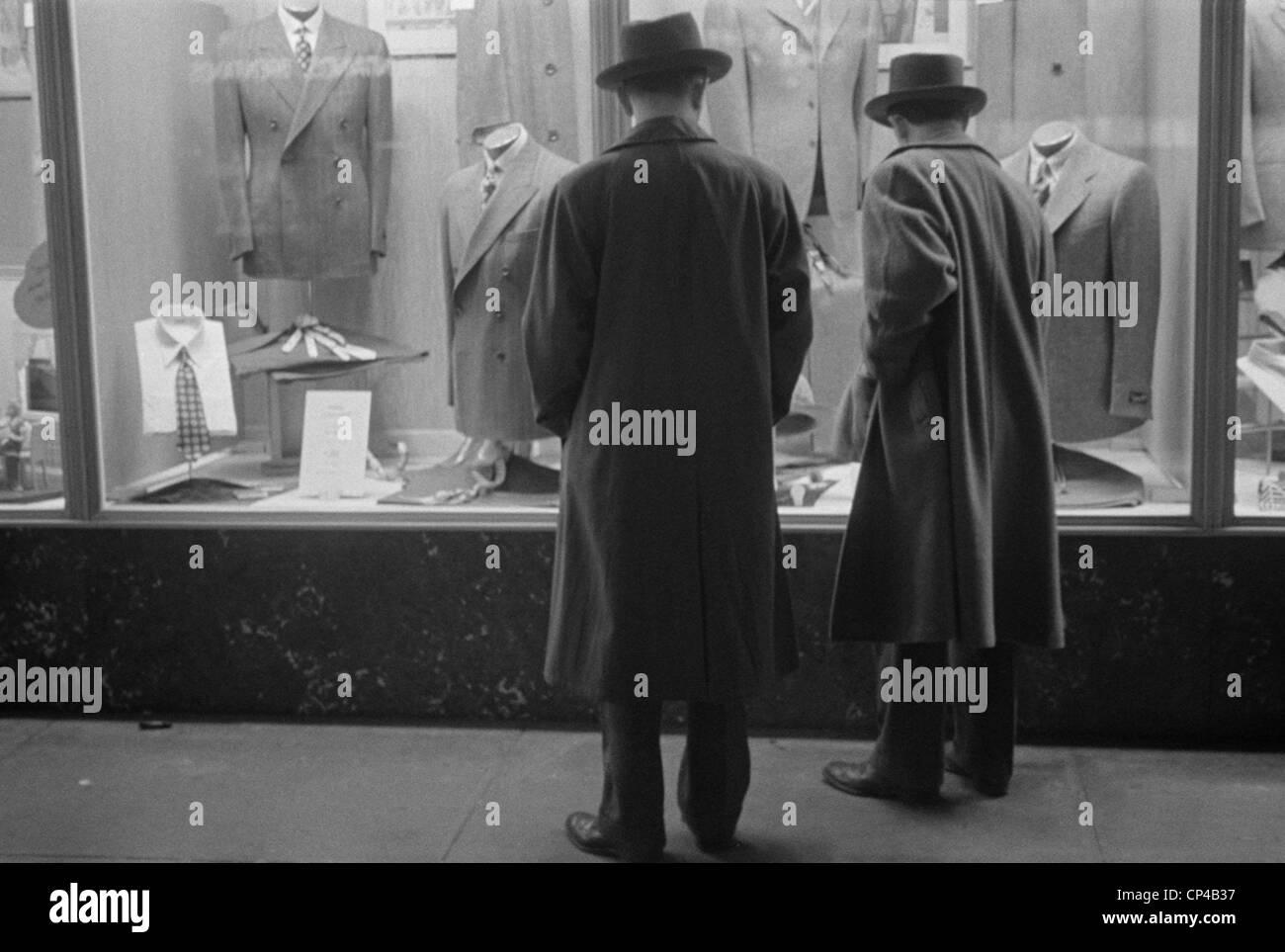 Two men window shopping in Glen Echo, Maryland. 1939. - Stock Image