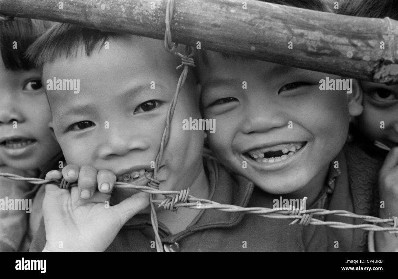 Cold War Fence Wire Stock Photos & Cold War Fence Wire Stock Images ...