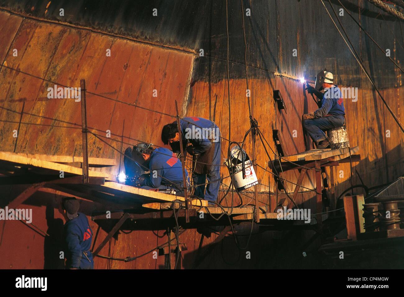 Spain Basque Santurce SHIPYARD ALONG THE RIO DE BILBAO - Stock Image