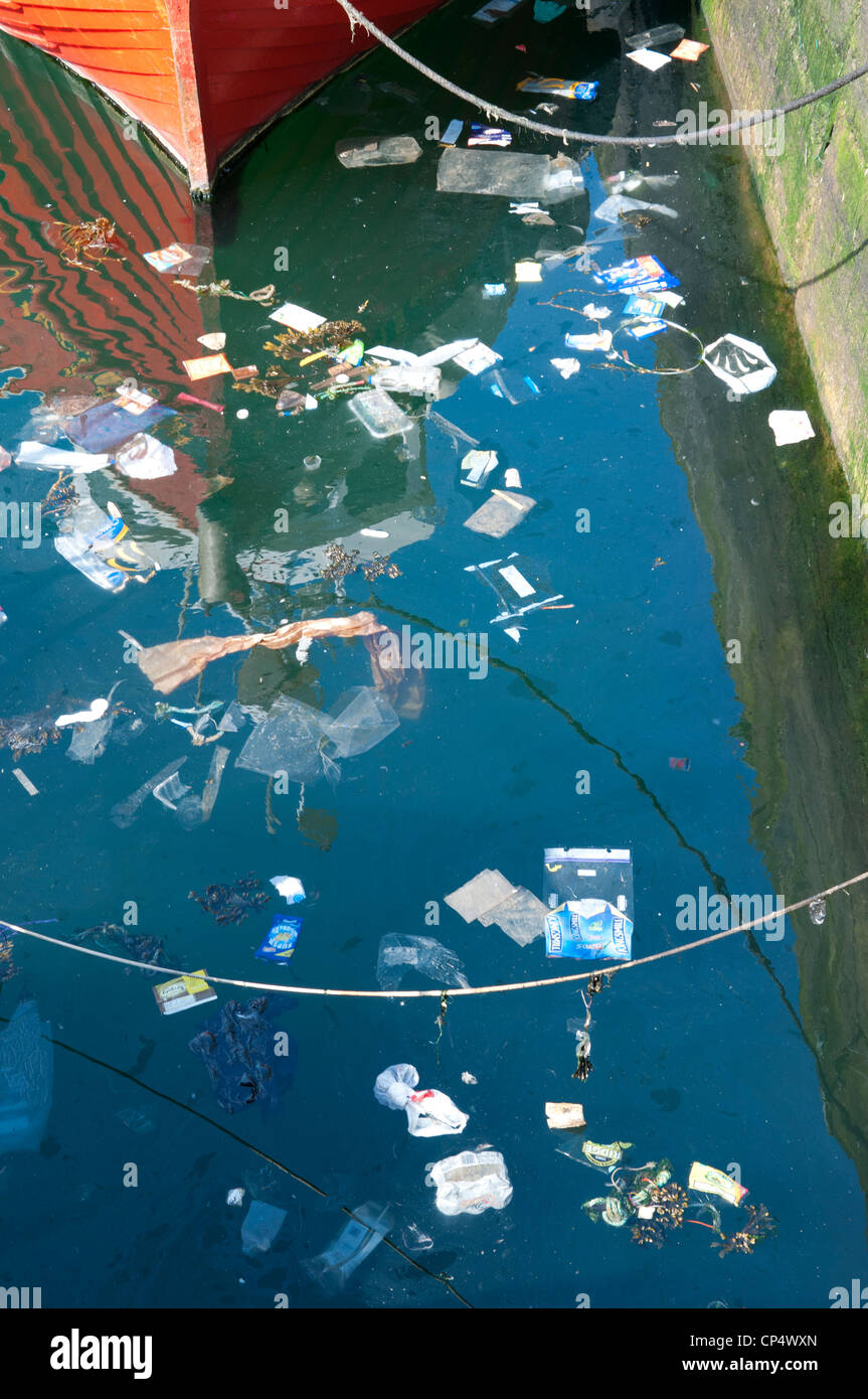 Rubbish floating in the water - Stock Image