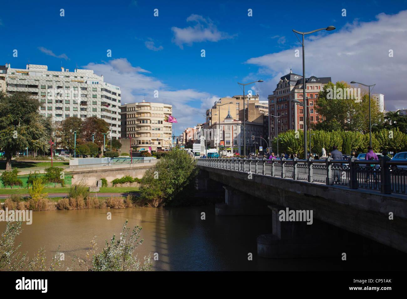 Spain, Castilla y Leon Region, Leon Province, Leon, town view from the Avenida de Palencia - Stock Image