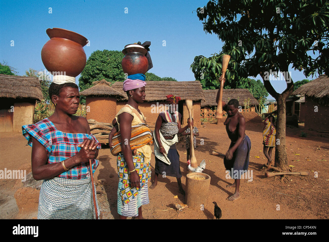 IVORY COAST - COUNTRY Senoufo, STAGE OF LIFE IN A VILLAGE IN THE AREA OF BOUNDIALI - Stock Image