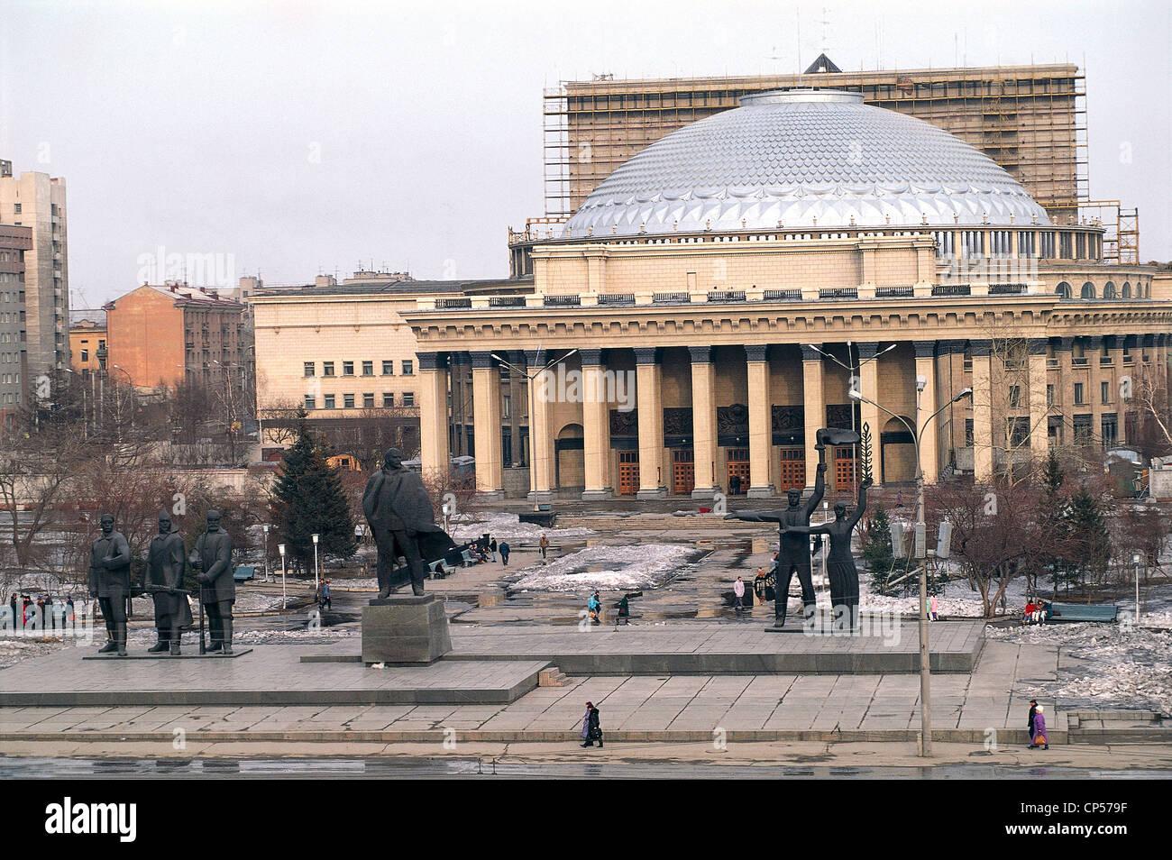 Russia Siberia Novosibirsk. Lenin Square (Ploshchad 'Lenina), Opera Ballet Theatre (Teatr opery Baleta, 1931-45) Stock Photo